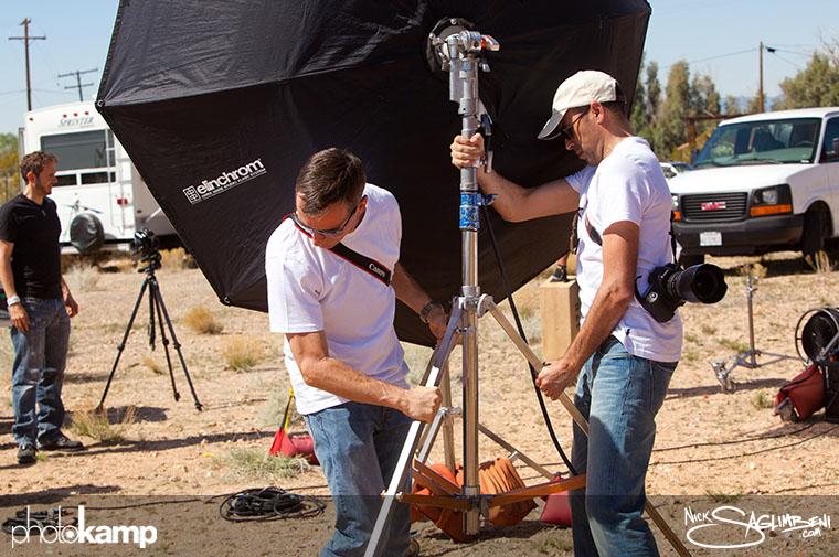 photokamp-nick-saglimbeni-2012-octobank-lifting-teamwork-desert-karim-tibari-greg-locke